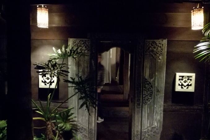 SABAR DINING(サバールダイニング)の入り口